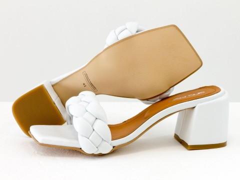 """Модельные белые  босоножки """"косичка"""" на расклешенном  каблуке из натуральной итальянской кожи"""