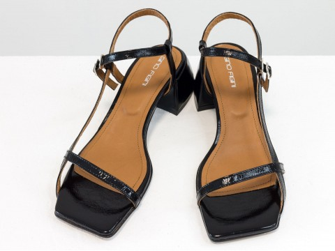 Дизайнерские черные лаковые  босоножки на обтяжном каблуке  из натуральной итальянской кожи