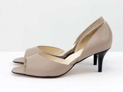 Летние туфли с открытым носиком на невысокой шпильке из натуральной кожи бежевого цвета, С-1956-07