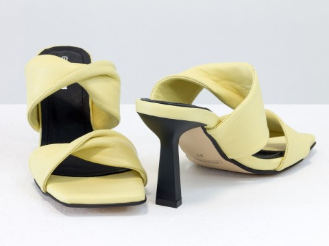 Дизайнерские желтые  шлепанцы на  матовом каблуке рюмочка из натуральной итальянской кожи
