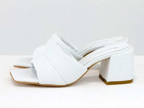 Дизайнерские белые шлёпанцы на небольшом каблуке из натуральной итальянской кожи, С-2120-04