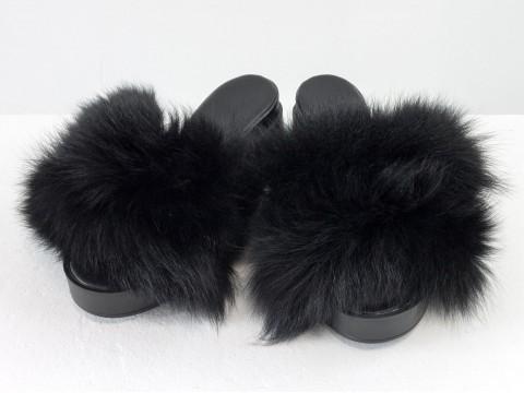 Меховые шлепанцы из кожи черного цвета с мехом из натурального песца черного цвета