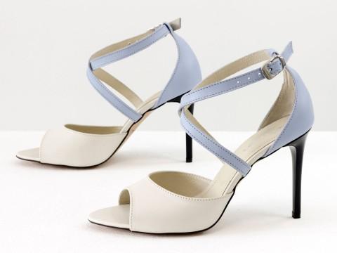Летние туфли из натуральной кожи на шпильке молочного и голубого цвета