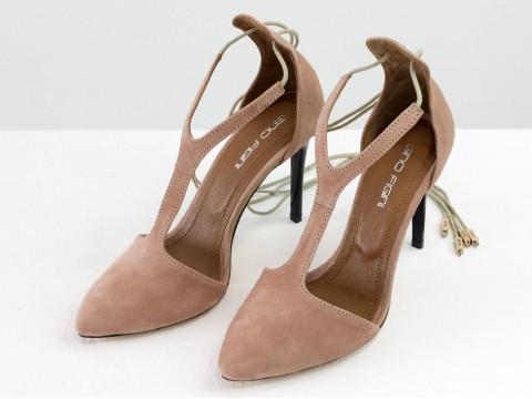 Бежевые туфли на шпильке стильного бежевого цвета